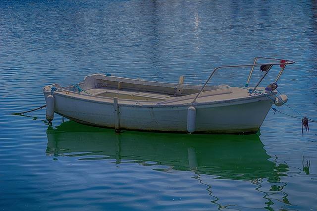 boat-1608762_640
